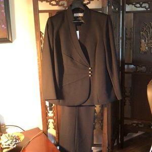 Tahari black size 14W suit. NWT.